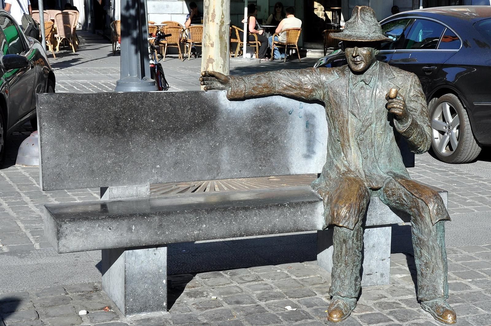 Statue de Georges Siménon