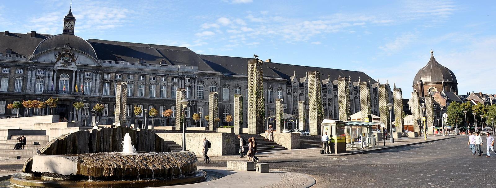 Le Palais et la place de l'ancienne cathédrale